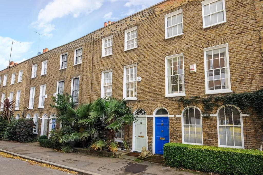 3 Bedrooms Terraced House for sale in Montford Place, Kennington