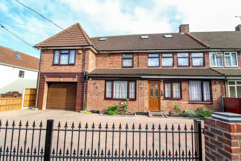 6 Bedrooms Semi Detached House for sale in London Road, Stanford Rivers, Ongar, Essex, CM5
