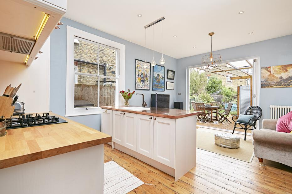 2 Bedrooms Ground Flat for sale in Jeddo Road, London W12