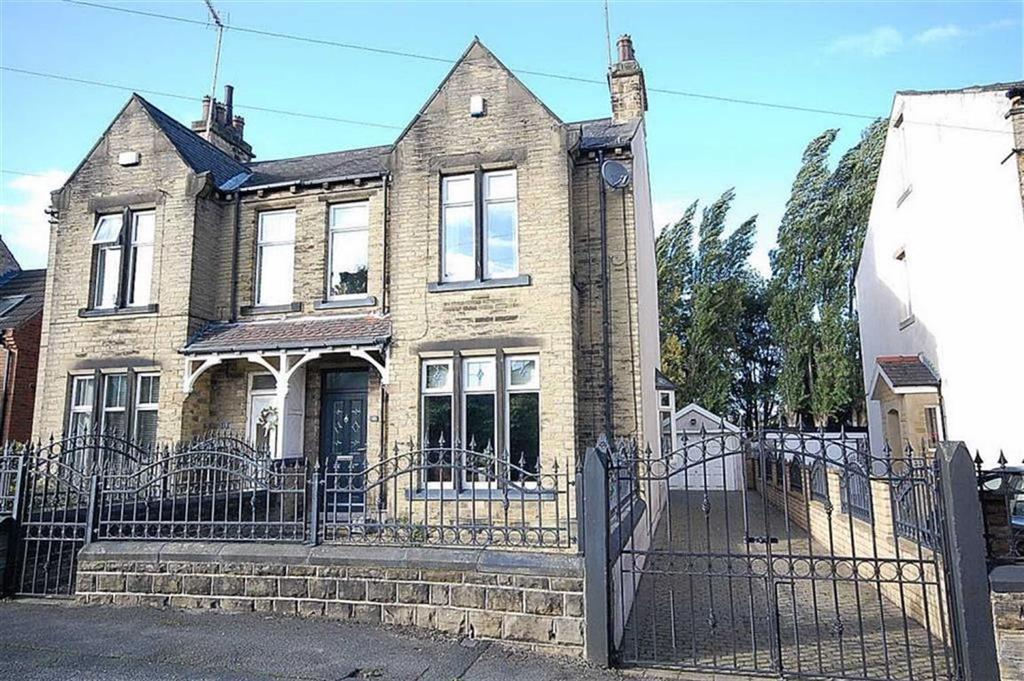 3 Bedrooms Semi Detached House for sale in Dymond Road, Liversedge, WF15