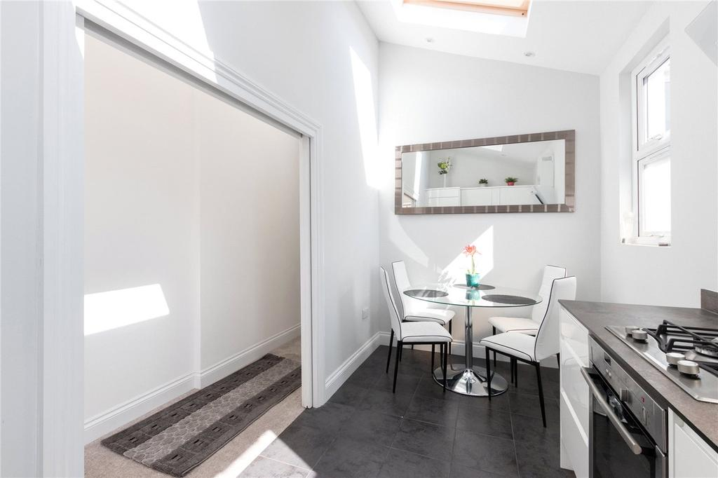 3 Bedrooms Maisonette Flat for sale in Mitcham Road, London, SW17