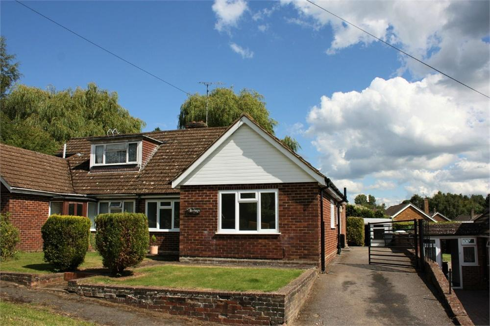 3 Bedrooms Semi Detached Bungalow for sale in Folly Lane North, Farnham, Surrey