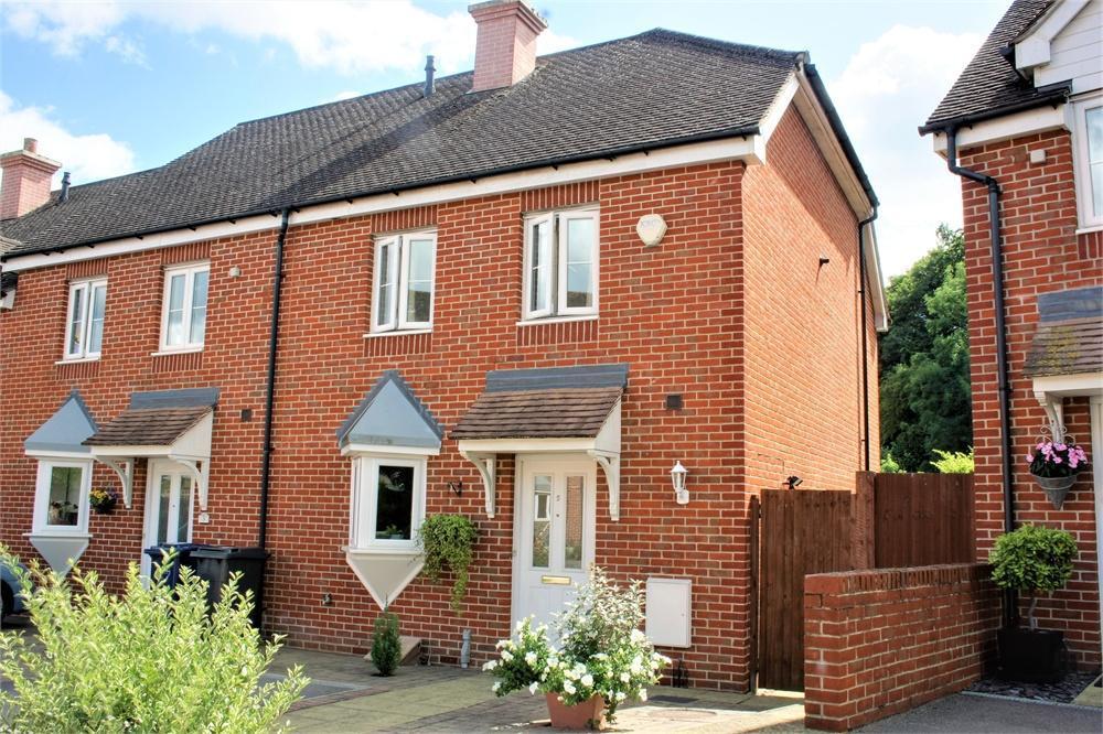 2 Bedrooms Semi Detached House for sale in Heron Close, Farnham, Surrey