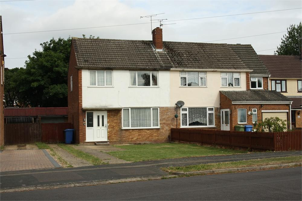 3 Bedrooms Semi Detached House for sale in Anglesey Avenue, Farnborough, Hampshire