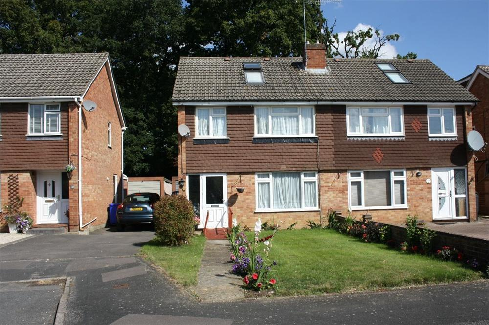4 Bedrooms Semi Detached House for sale in Green Way, Aldershot, Hampshire