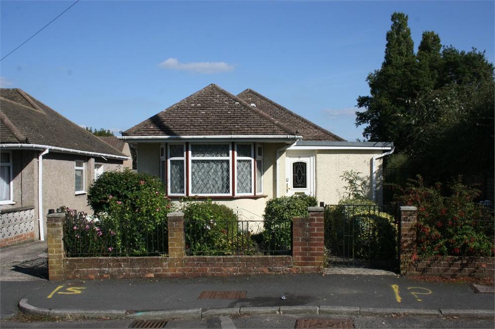 2 Bedrooms Detached Bungalow for sale in Gillian Close, ALDERSHOT, Hampshire