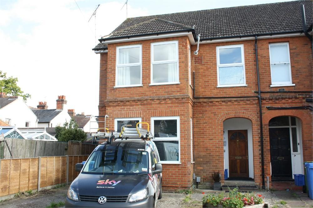 2 Bedrooms Maisonette Flat for sale in Northbrook Road, Aldershot, Hampshire