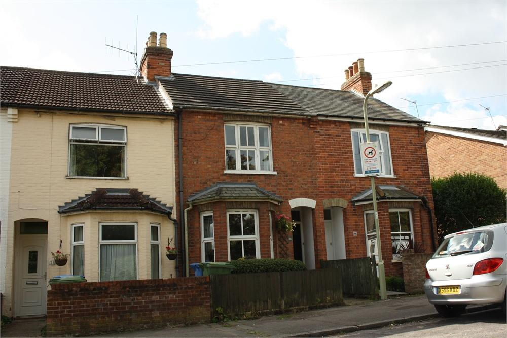 2 Bedrooms Terraced House for sale in Belle Vue Road, Aldershot, Hampshire