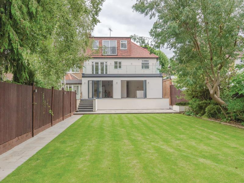 5 Bedrooms Semi Detached House for sale in Highgate Woods