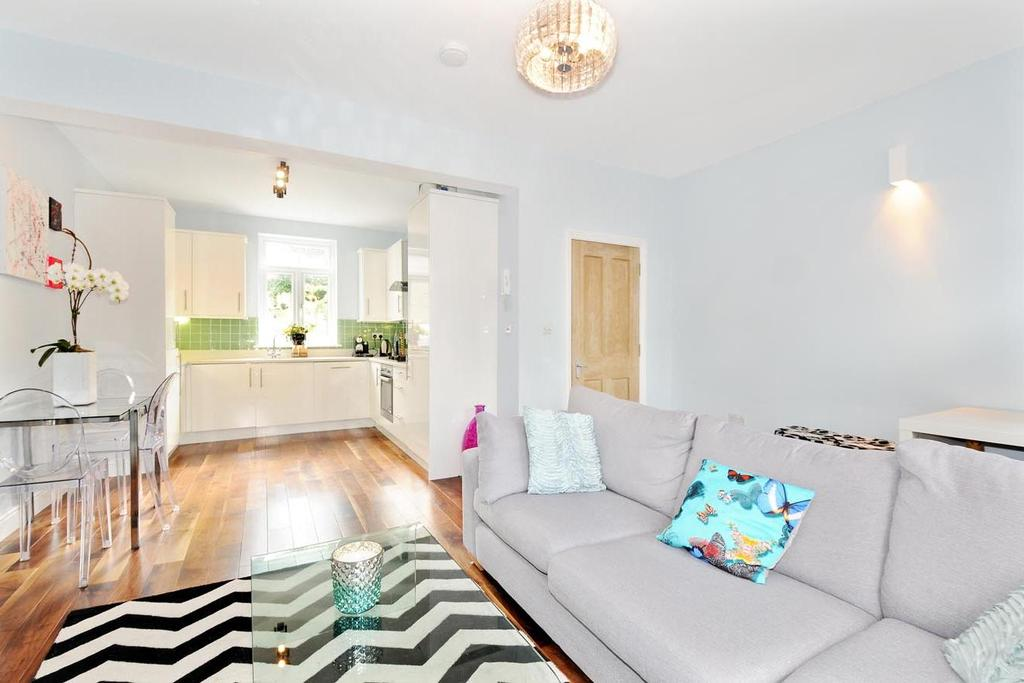 2 Bedrooms Flat for sale in South Lambeth Road, Stockwell