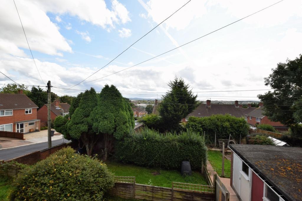 2 Bedrooms Flat for sale in Pellinore Road, Beacon Heath, EX4