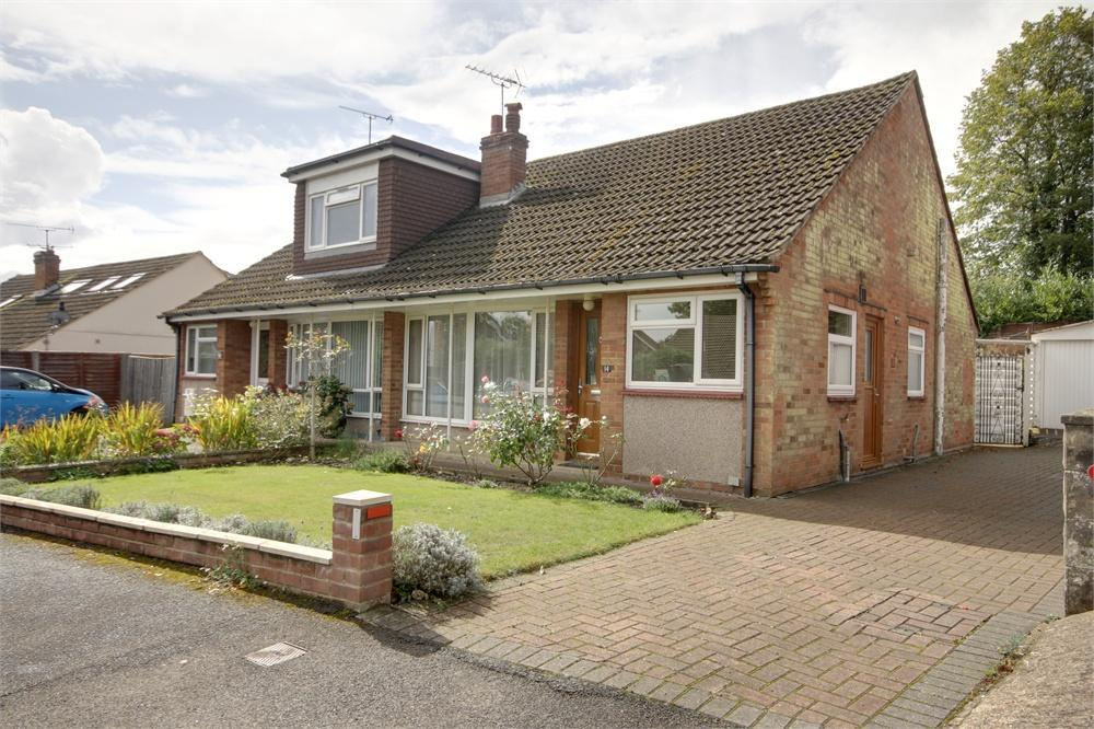 2 Bedrooms Semi Detached Bungalow for sale in The Fairway, Farnham, Surrey
