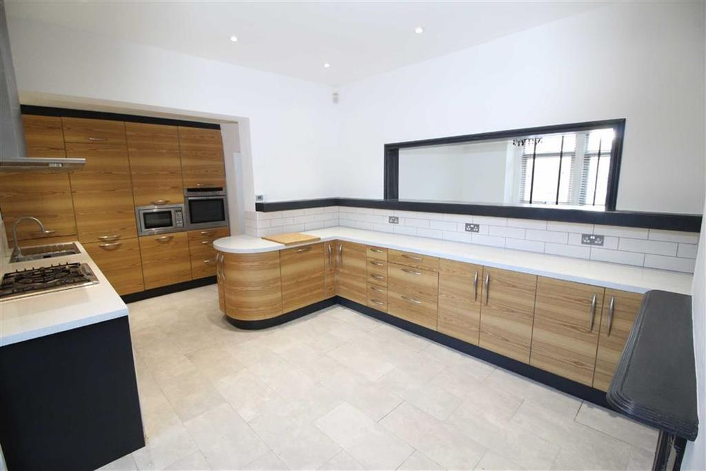 4 Bedrooms Semi Detached House for sale in Napier Road, Chorlton