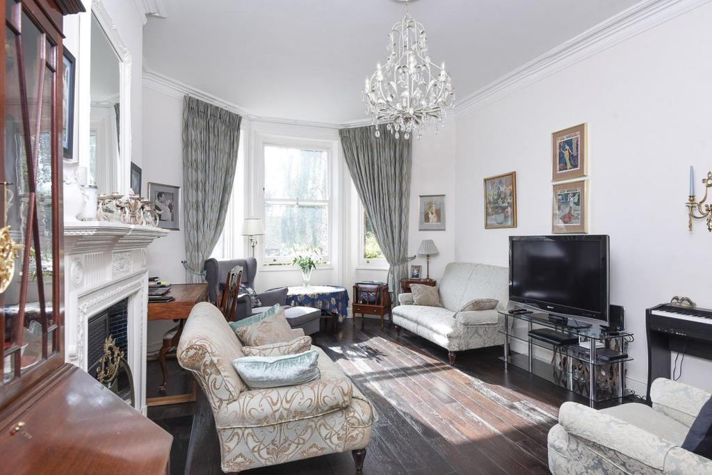 3 Bedrooms Flat for sale in Douglas Court, West Hampstead