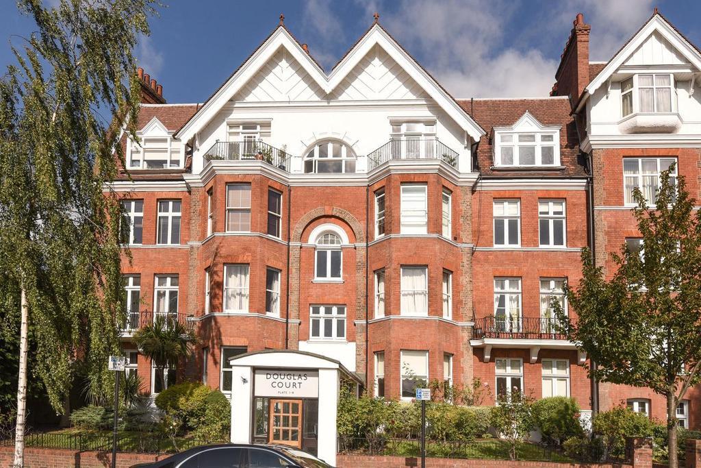 3 Bedrooms Flat for sale in Douglas Court, West Hampstead