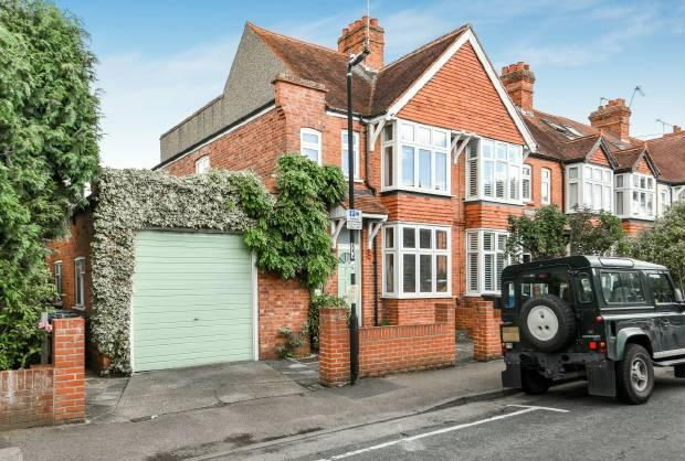 3 Bedrooms Semi Detached House for sale in Elm Road, Windsor