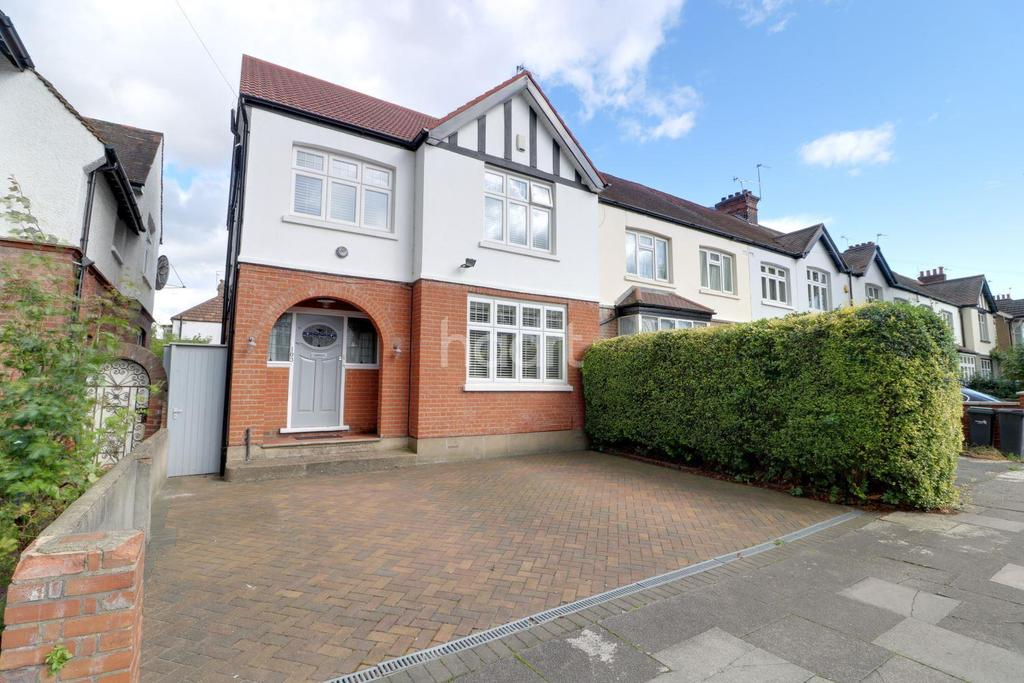 6 Bedrooms End Of Terrace House for sale in Wellington Road, Enfield, EN1