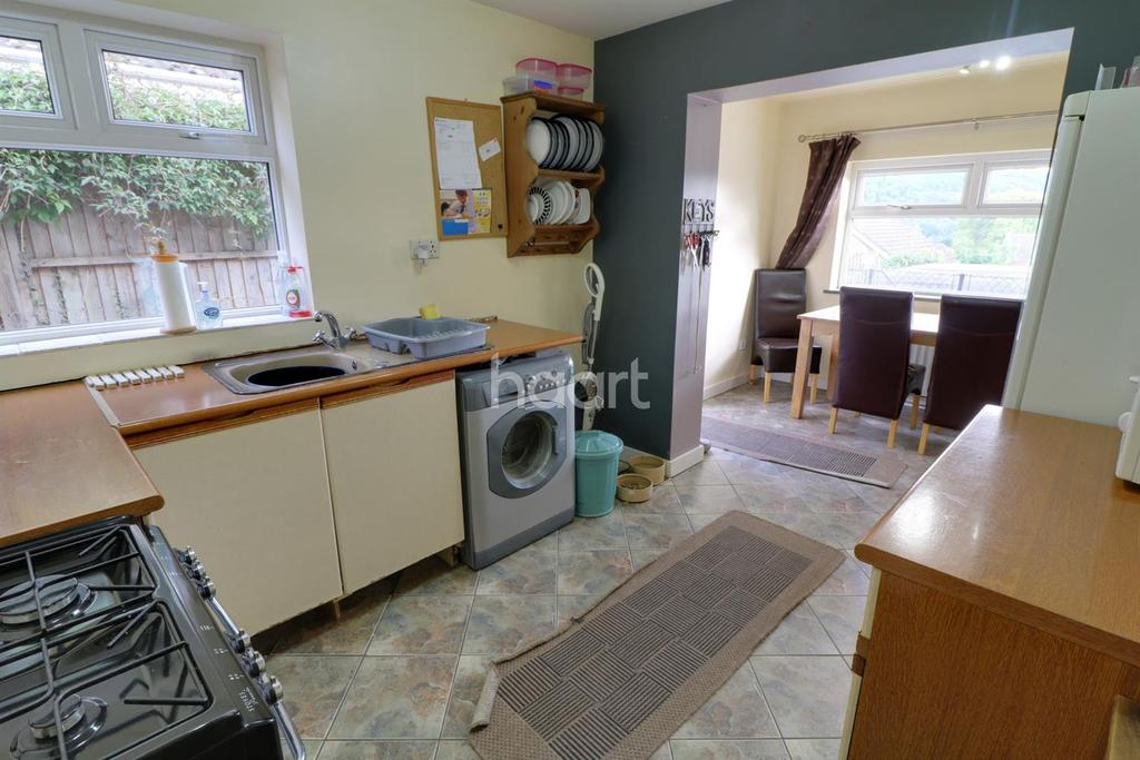 2 Bedrooms Bungalow for sale in Hillcrest Close, Wyesham