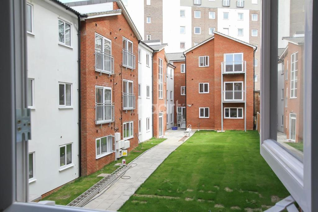 1 Bedroom Flat for sale in Town Centre New Build Apartment