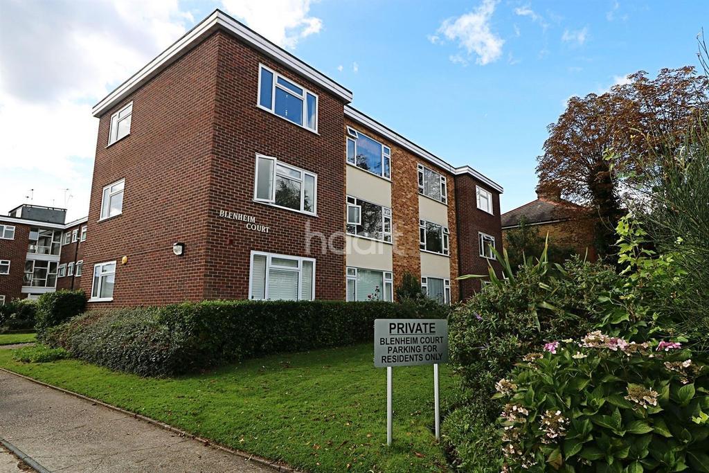 2 Bedrooms Flat for sale in blenheim Court , IG8