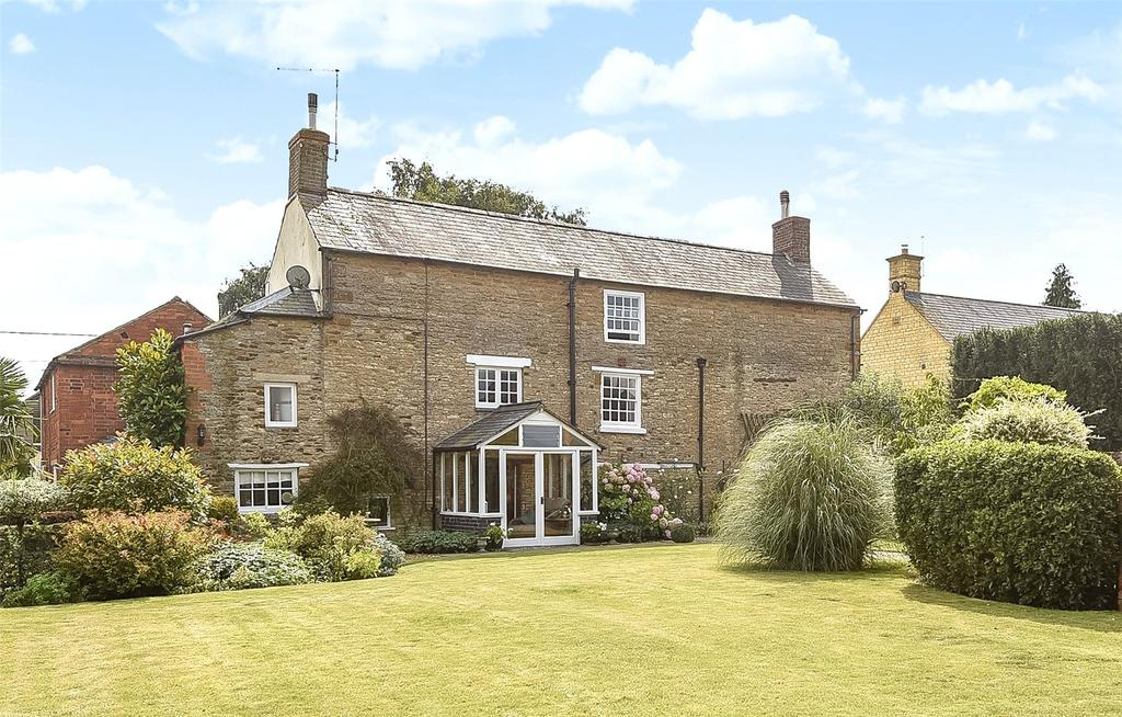 6 Bedrooms Detached House for sale in Baker Street, Gayton, Northamptonshire, NN7