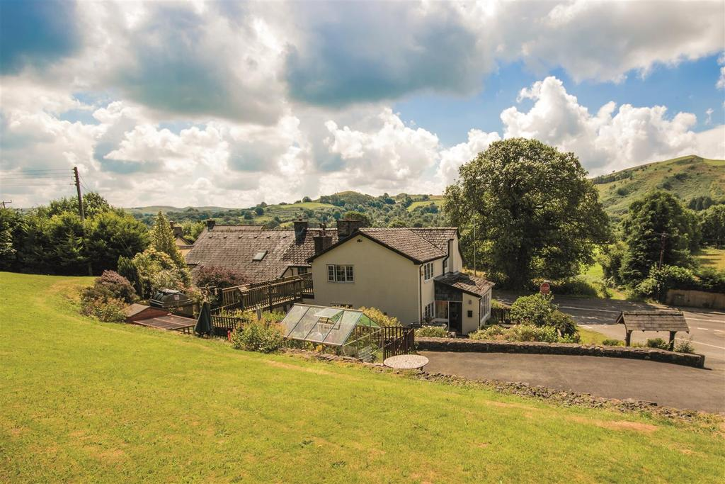 7 Bedrooms Detached House for sale in Foel, Welshpool