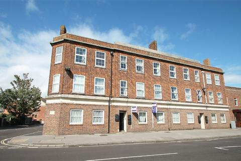 2 bedroom flat to rent - Marina Buildings, Stoke Road, Gosport, Hampshire