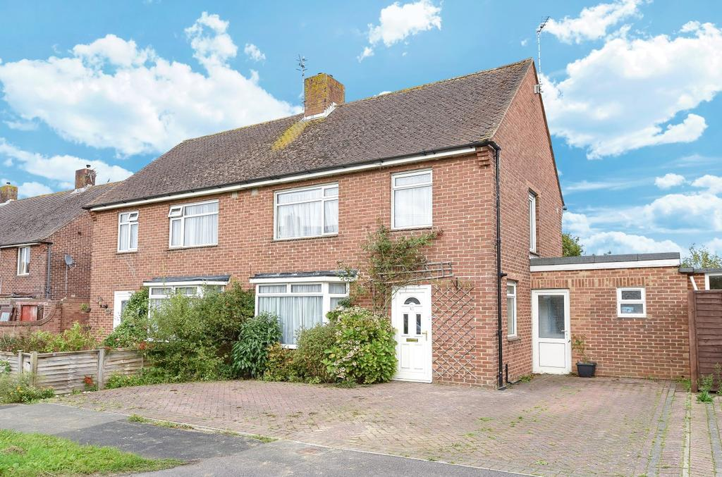 3 Bedrooms Semi Detached House for sale in Kings Road, Hayling Island, PO11