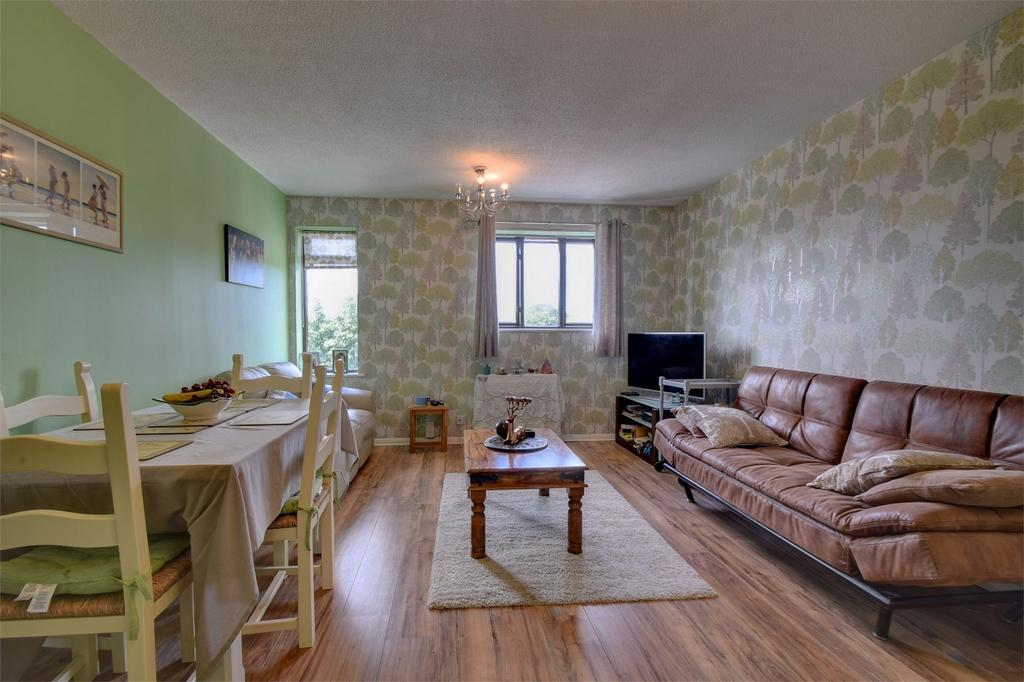 1 Bedroom Flat for sale in Linden Drive, LISS, Hampshire