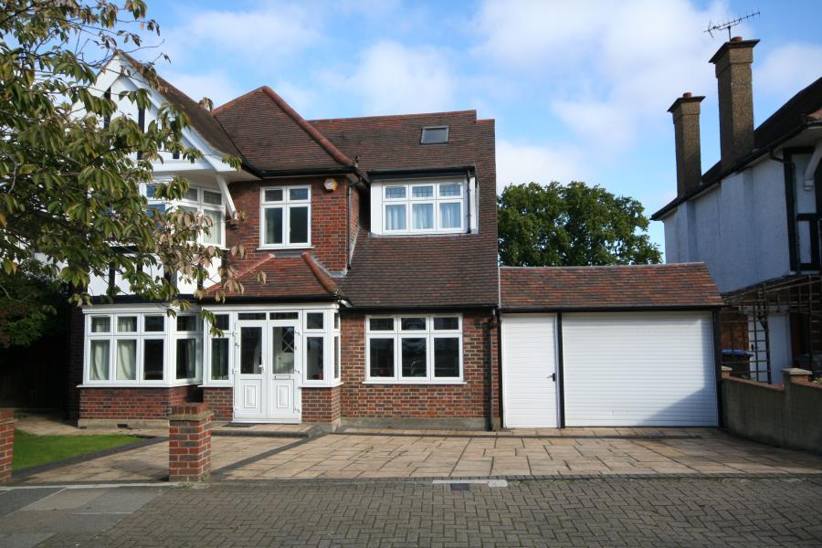 4 Bedrooms Detached House for sale in The Ridgeway, Kenton HA3 0LW