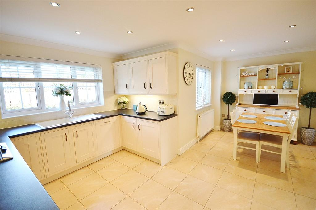4 Bedrooms Detached House for sale in The Pippins, Garston, Hertfordshire, WD25