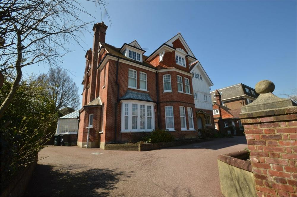 3 Bedrooms Flat for sale in Chesterfield Road, Meads, East Sussex