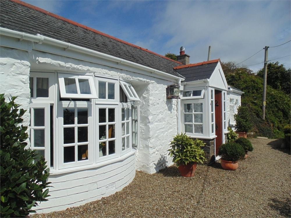 3 Bedrooms Cottage House for sale in Dolphin Cottage, 4 High Street, Solva, Pembrokeshire