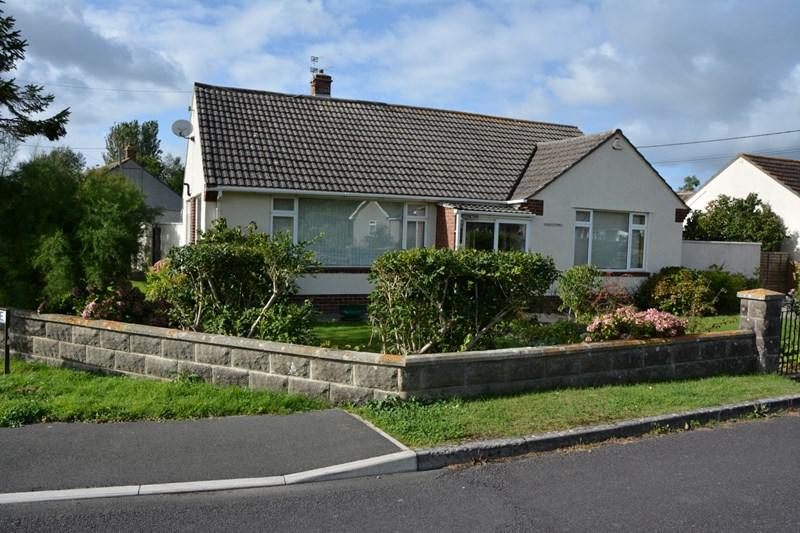 4 Bedrooms Detached Bungalow for sale in Strowlands, East Brent, Highbridge