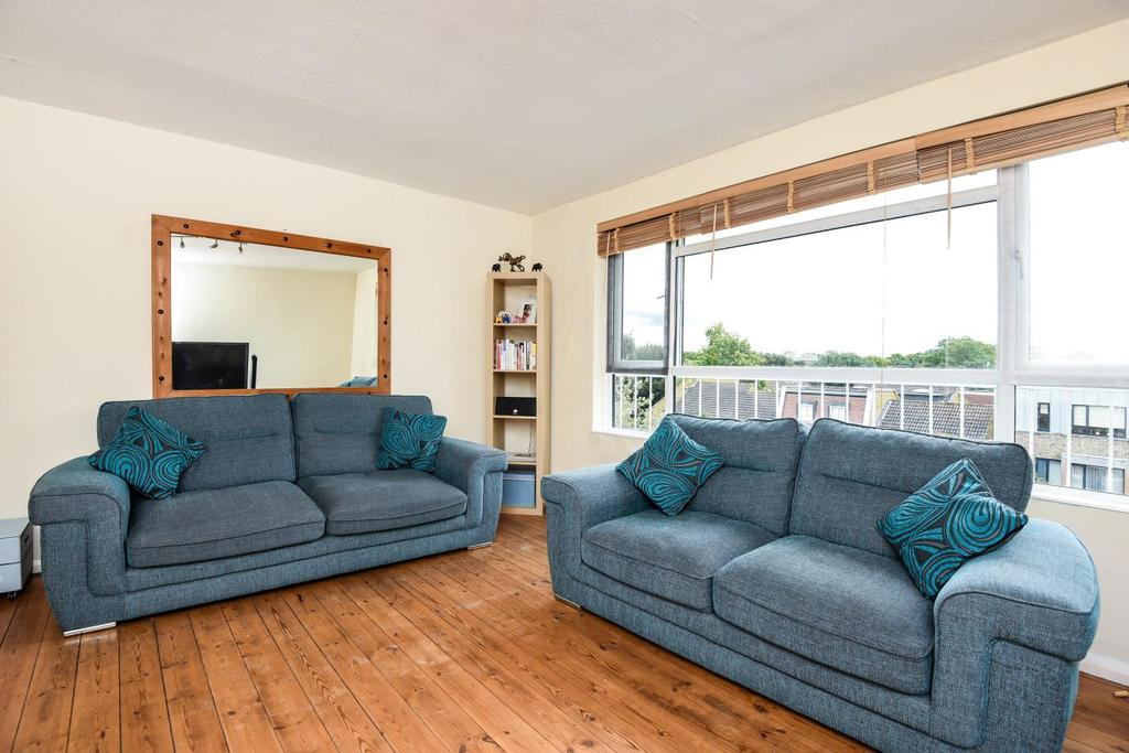 2 Bedrooms Flat for sale in Inner Park Road, Southfields