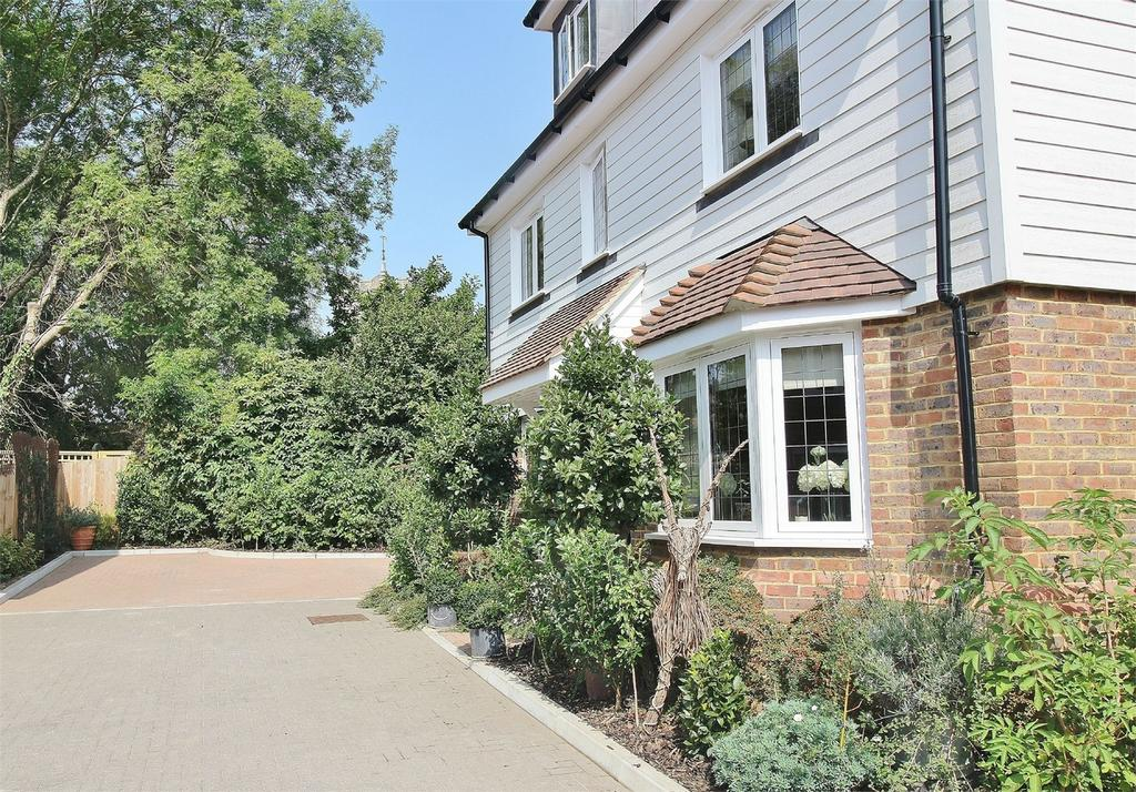 5 Bedrooms Detached House for sale in Park Farm Close, Maresfield, East Sussex