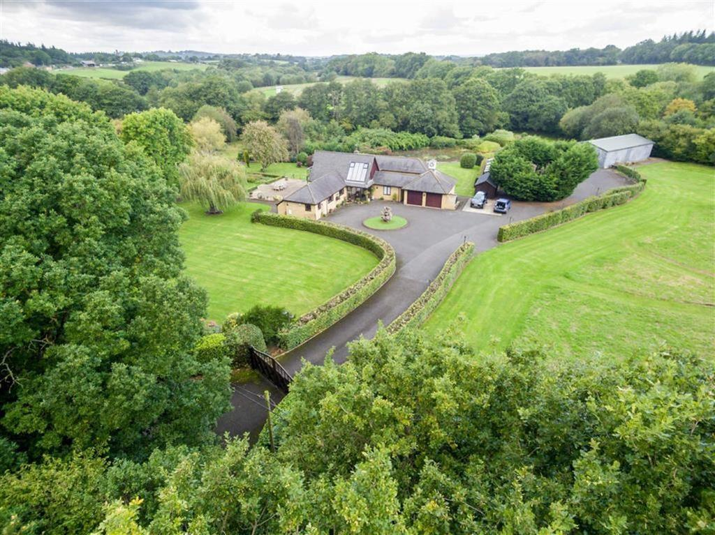 4 Bedrooms Detached Bungalow for sale in Slough Lane, Wimborne, Dorset