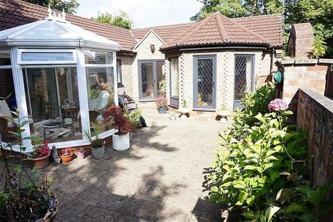 2 bedroom detached bungalow for sale - High Meadows, Kirk Ella, Kirk Ella, HU10