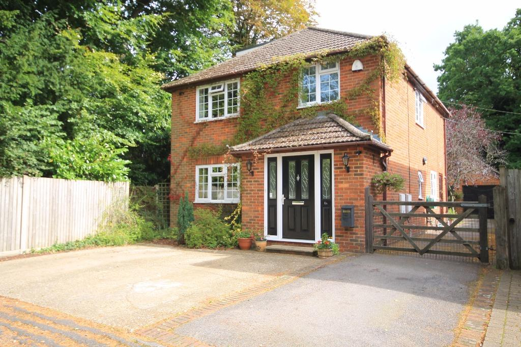 4 Bedrooms Detached House for sale in Petworth Road, Witley