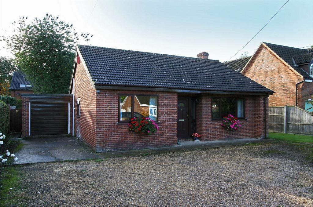 2 Bedrooms Detached Bungalow for sale in Mill Lane, Carbrooke, Norfolk