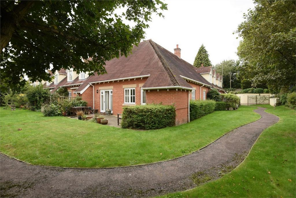 2 Bedrooms Terraced Bungalow for sale in Winchester, Hampshire