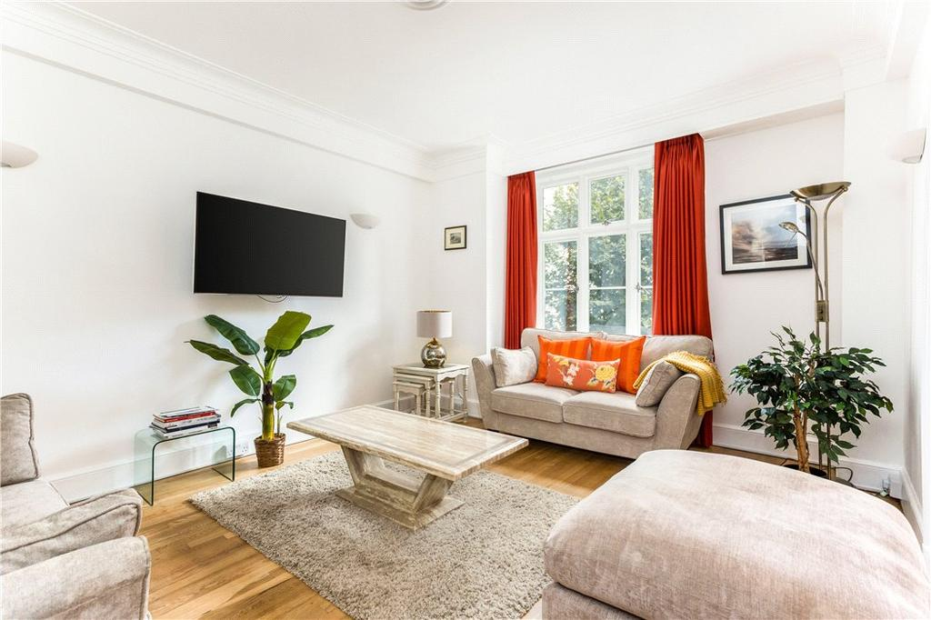 3 Bedrooms Flat for sale in Chesterfield House, Chesterfield Gardens, London, W1J
