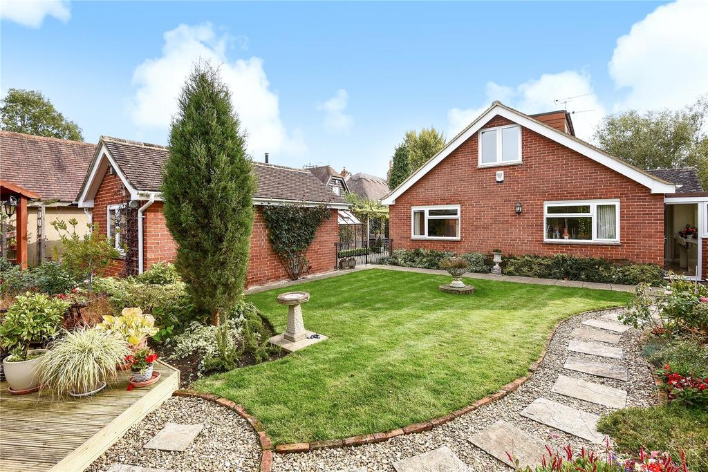 3 Bedrooms Detached House for sale in Little Ickford, Aylesbury