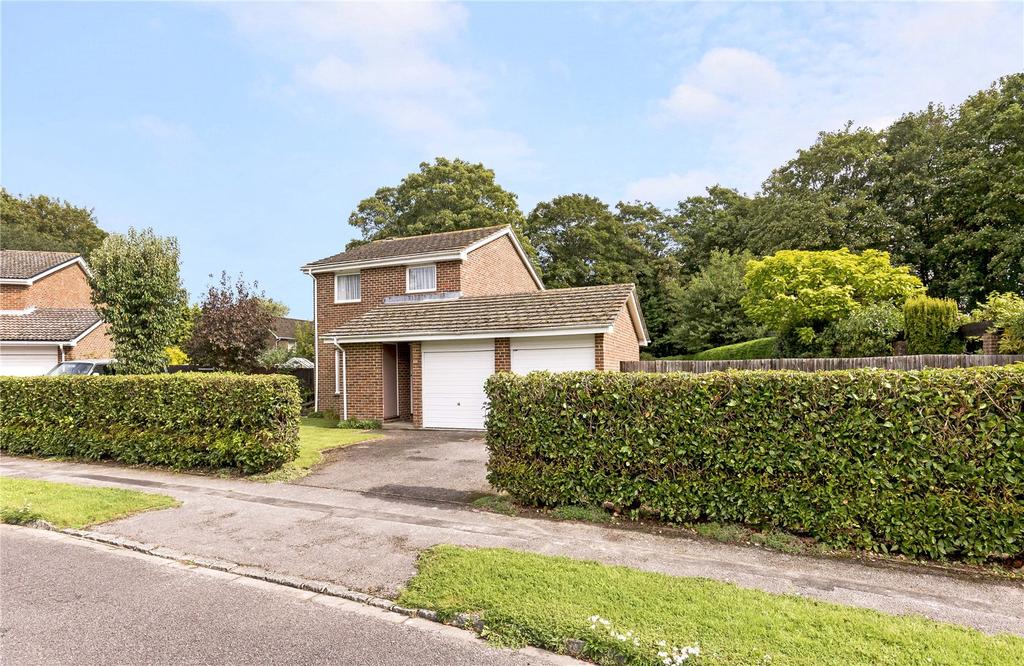 3 Bedrooms Detached House for sale in Harberton Crescent, Chichester, West Sussex