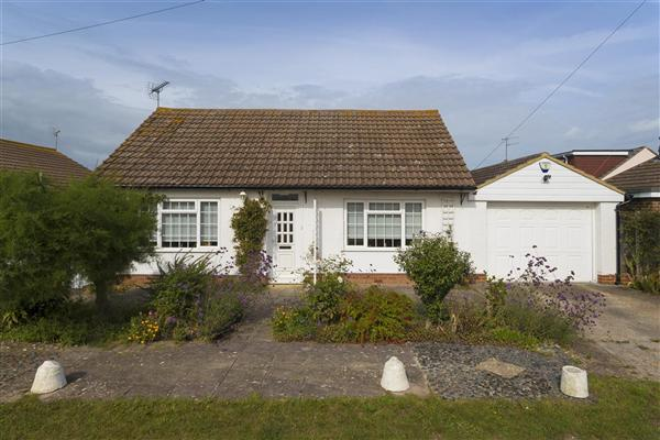 2 Bedrooms Bungalow for sale in Northwood Drive, Tankerton, Whitstable