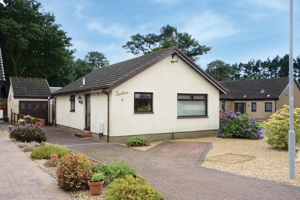 2 Bedrooms Bungalow for sale in 15 Semple Crescent, Fairlie, KA29 0EN