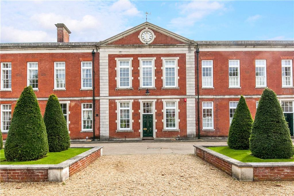 4 Bedrooms Terraced House for sale in 8 Peninsula Square, Winchester, Hampshire, SO23