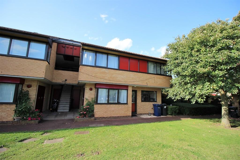 2 Bedrooms Ground Flat for sale in Sherbourne Close, Cambridge