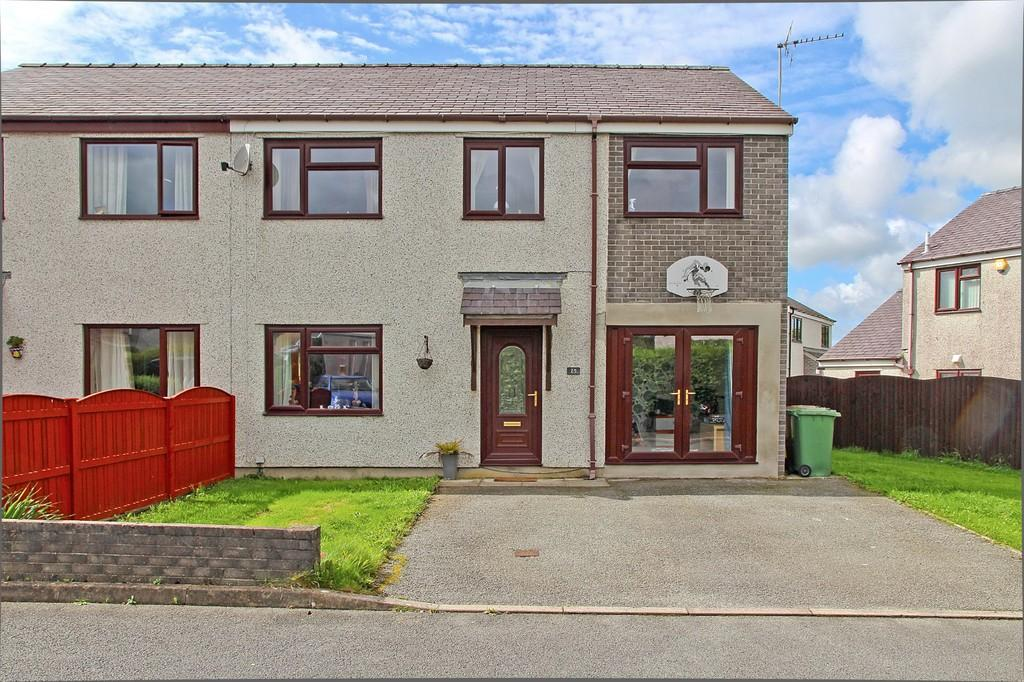 4 Bedrooms Semi Detached House for sale in Bro Eglwys, Bethel, North Wales