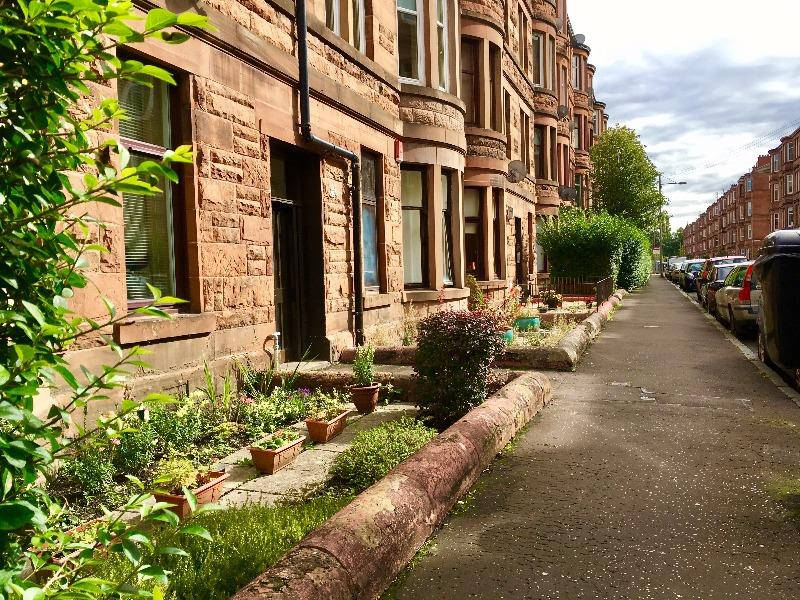 2 Bedrooms Flat for rent in Dundrennan Road, Battlefield, Glasgow